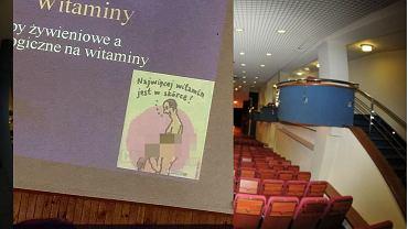 ''Najwięcej witamin jest w skórce''. Profesor z Lublina pokazał na wykładzie rysunek seksu oralnego. Teraz się tłumaczy