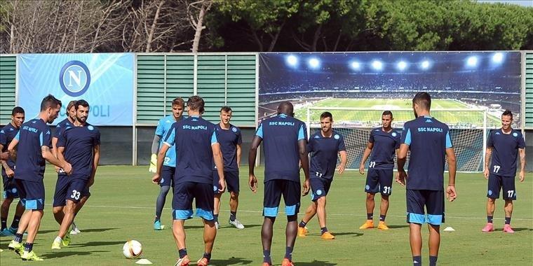 Trening piłkarzy SSC Napoli w środę przed wylotem do Polski