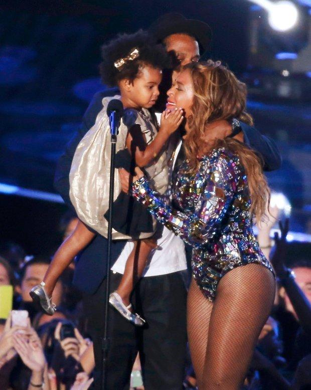 Beyonce i Jay Z z córką Blue Ivy na scenie