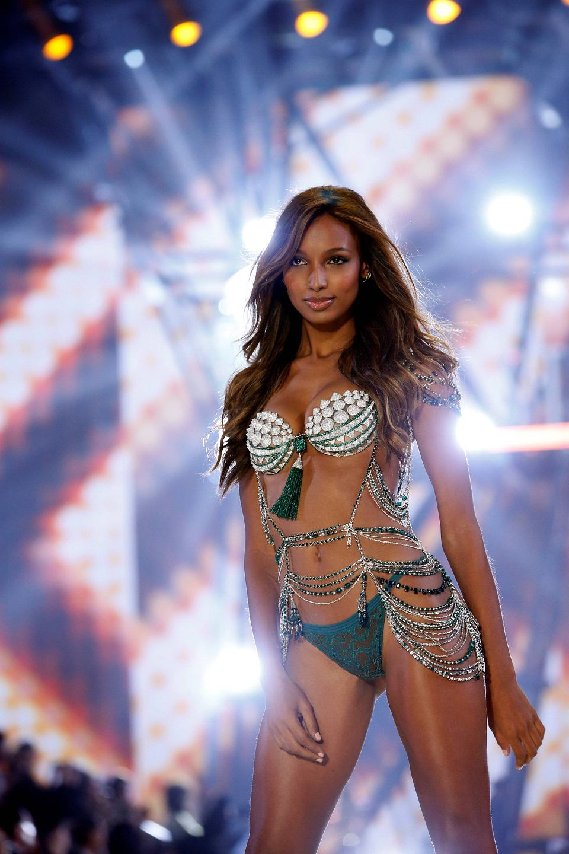 44cb23c728a4c7 Spektakularny pokaz Victoria's Secret 2016: gwiazdą miała być Kendall  Jenner, ale Irina Shayk skradła jej show [ZOBACZ WIDEO]
