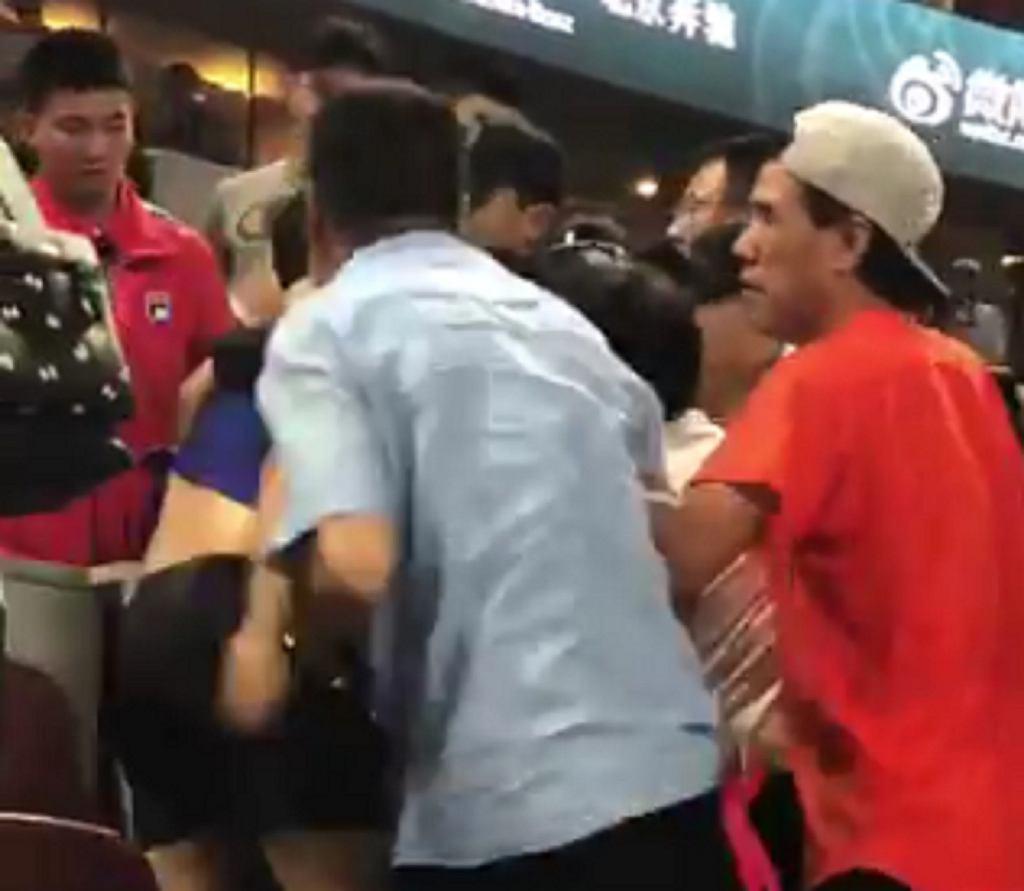 Bójka między kibicami tenisa w Pekinie