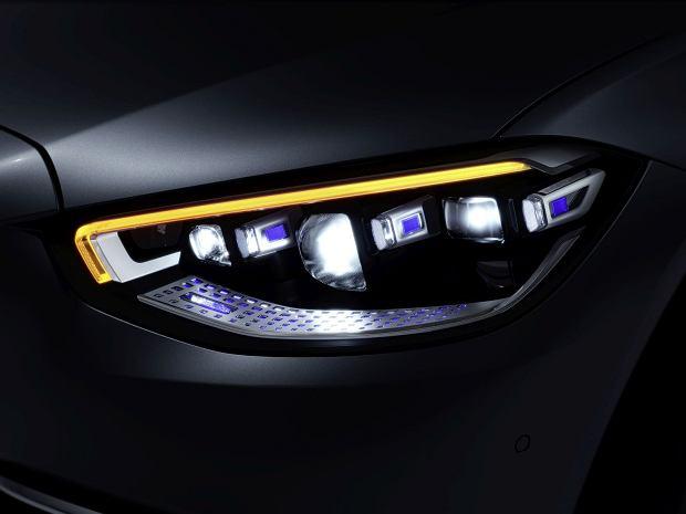 Reflektor Mercedesa klasy S (W 223)