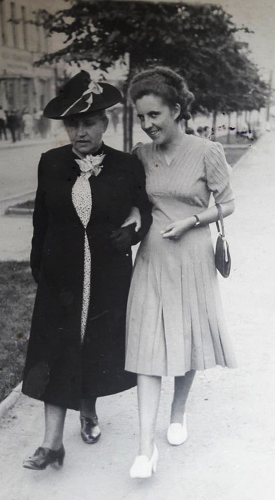 Babcia Wandzia z prababcią Natalią