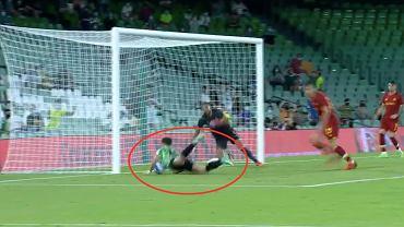 Alex Moreno (Real Betis) i kontrowersyjny gol w meczu towarzyskim z AS Romą. Źródło: TWitter