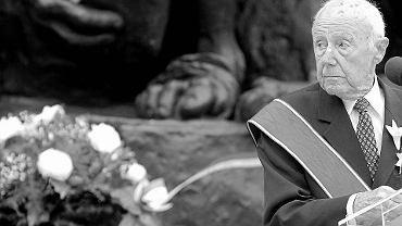 Nie żyje Symcha Ratajzer-Rotem 'Kazik'. Na zdjęciu podczas odbierania Krzyż Wielki Orderu Odrodzenia Polski, 2013 r.