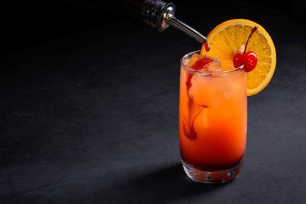 Drinki z grenadiną - z czym mieszać syrop z granatu? Drinki z grenadiną i wódką to jedyna opcja?