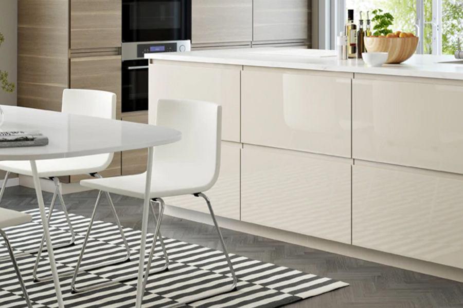Krzesła kuchenne białe