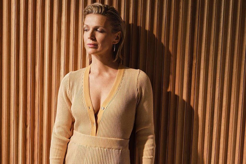 Prążkowana sukienka
