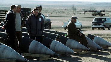 Radzieccy inspektorzy na demontowanych rakietach Pershing II