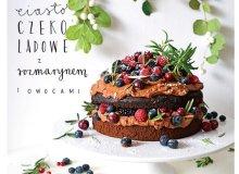 Ciasto czekoladowe z rozmarynem i owocami - ugotuj