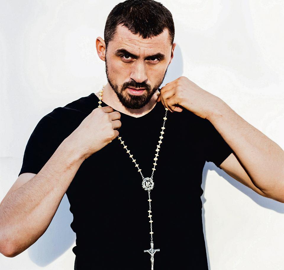spotyka się ze współczesnym prawosławnym facetem