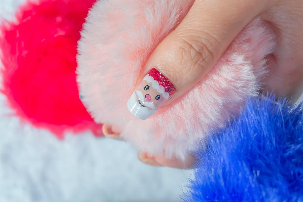 Paznokcie na mikołajki 2020 muszą być kreatywne. Zdjęcie ilustracyjne