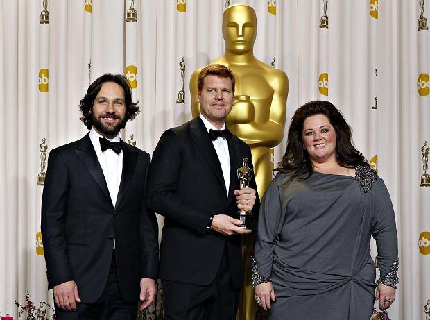 """John Kahrs odbiera statuetkę za """"Paperman"""", najlepszy krótki film animowany"""