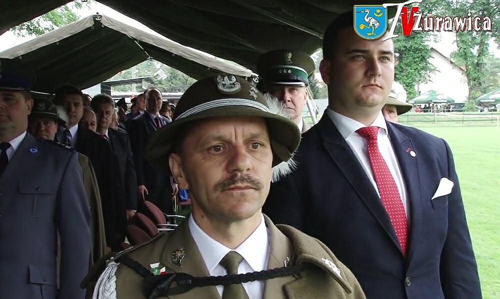 Żołnierze w Żurawicy przywitali Misiewicza gromkim 'czołem panie ministrze'