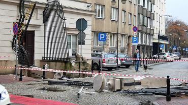 Brama Kancelarii Prezydenta uszkodzona przez ciężarówkę