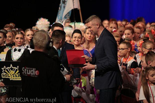 Zdjęcie numer 0 w galerii - Cheerleaderki rywalizują w Kielcach. Bo taniec nie jedną ma twarz [ZDJĘCIA]