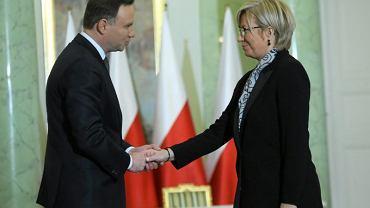 Andrzej Duda przyjmuje przysięgę od piątego sędziego TK -  Julii Przyłębskiej