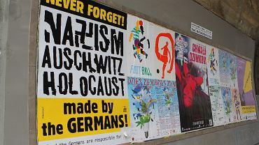 Plakat ze swastyką na Powiślu