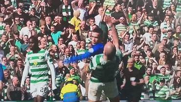 Ryan Kent (Rangers) nie wytrzymał i uderzył przeciwnika w twarz