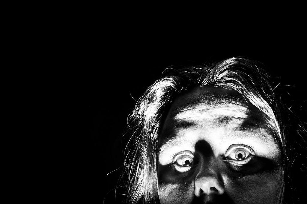 W Halloween chcemy się bać, seans z dreszczykiem to jeden z pomysłów na spędzenie wieczoru.