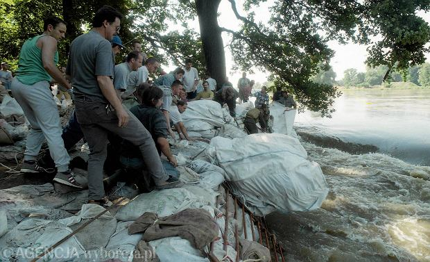 Zdjęcie numer 25 w galerii - 17 lat temu Odra zalała Wrocław. Tak wyglądało miasto [FOTO]