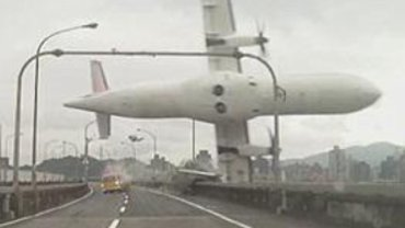 Kadr z filmu ukazującego moment katastrofy