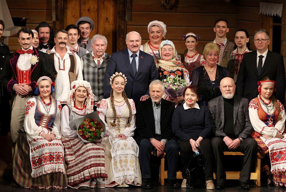 Reżim Aleksandra Łukaszenki na Białorusi represjonuje niezależnych działaczy kultury, niektórych jednak popiera. Teatr Narodowy im. Janki Kupały w Mińsku, 19 lutego 2021.