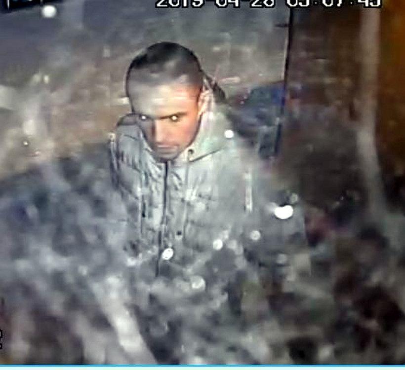 Policja poszukuje mężczyzny w związku z podpaleniami w Warszawie