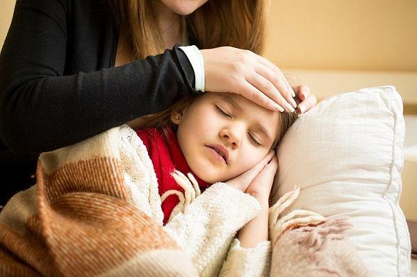 Angina ropna u dzieci - objawy, leczenie, domowe sposoby