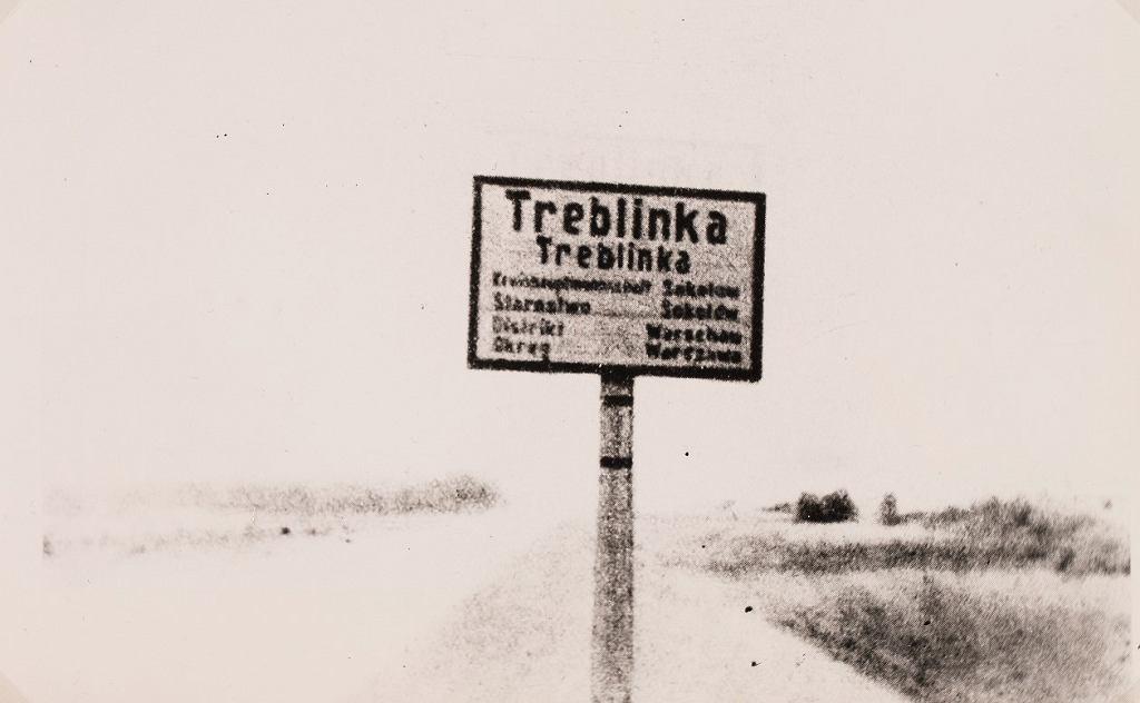 Niemiecko-polska tablica informacyjna przy wjeździe do wsi Treblinka