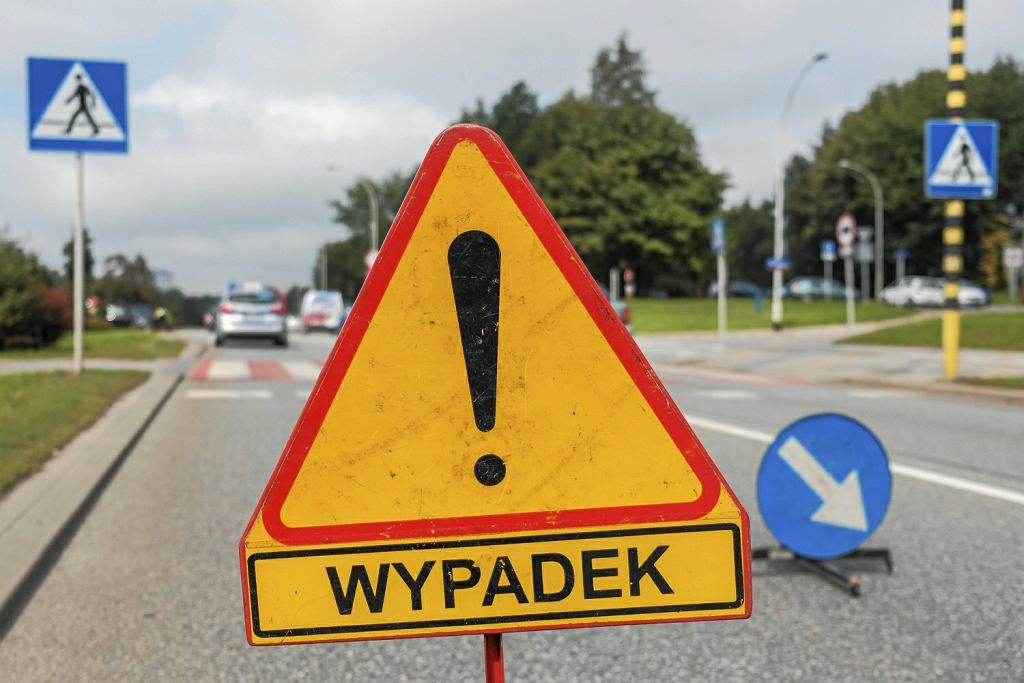 Wypadek na A2. Samochód dostawczy zderzył się z autokarem. Jechało nim pięćdziesięcioro dzieci na wycieczkę do Warszawy