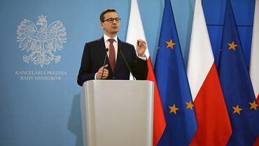 Premier rządu PiS Mateusz Morawiecki podczas konferencji prasowej po posiedzeniu gabinetu. Warszawa, KPRM, 21 maja 2019