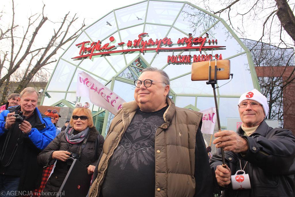 20.11.2016, Wojciech Mann podczas pikiety przed siedzibą Trójki