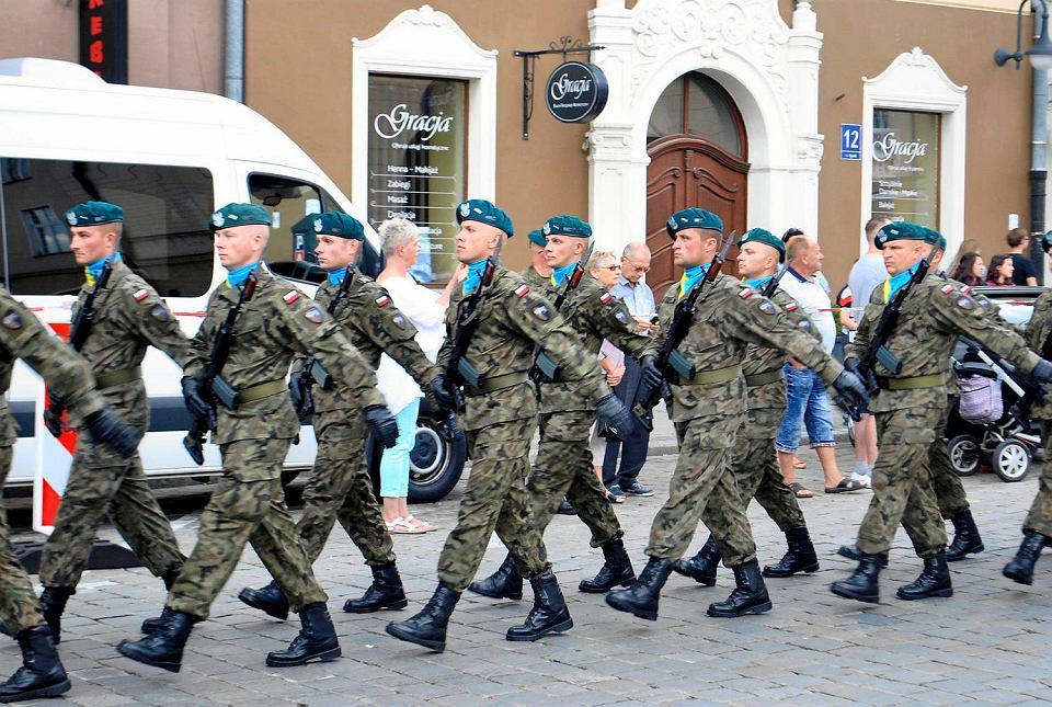 Żołnierze nie chcą iść do nowej dywizji.