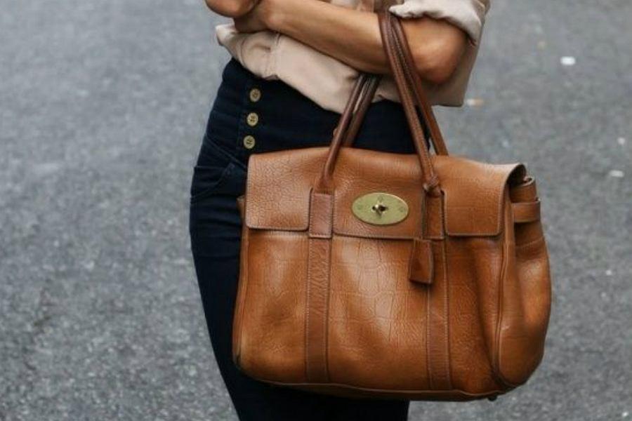 pojemna torebka w brązowym kolorze