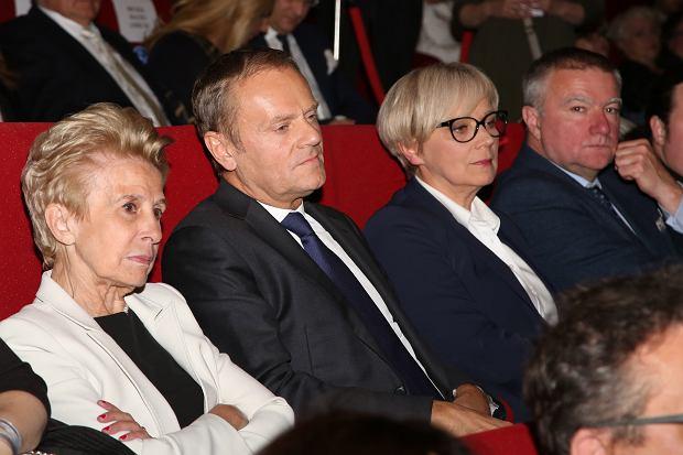 Zdjęcie numer 35 w galerii - Donald Tusk, politycy PO, a obok WAGs i celebryci. Takiego zestawu gwiazd nie było na żadnej imprezie