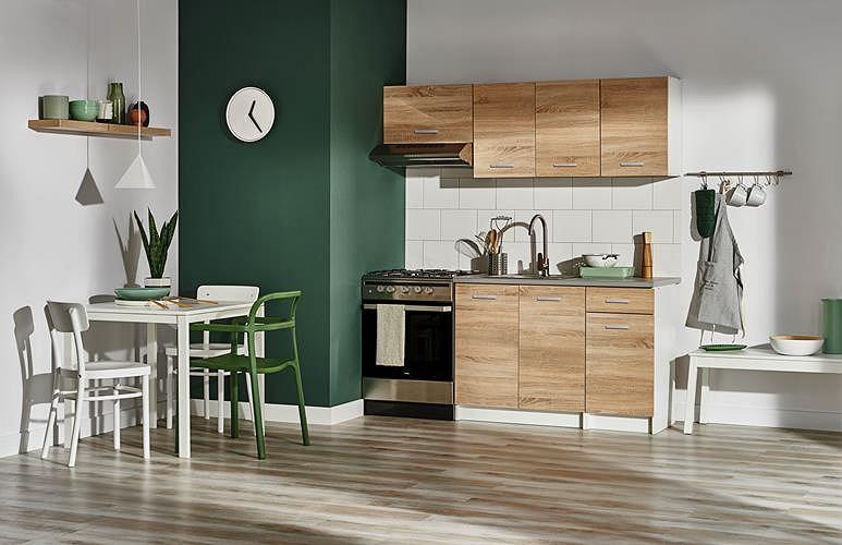 Zestaw mebli kuchennych Castorama w odcieniu jasnego drewna
