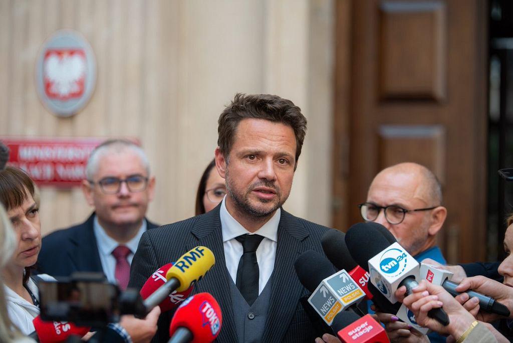 Rafał Trzaskowski, konferencja po spotkaniu z ministrem edukacji