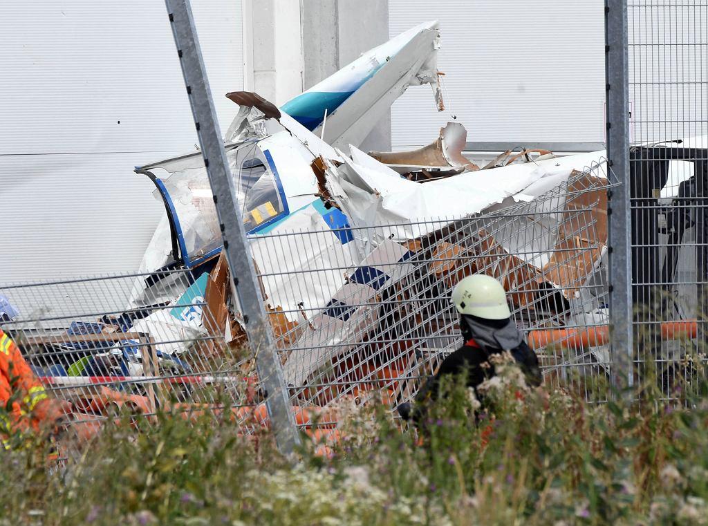 Niemcy: samolot uderzył w market budowlany, zginęły trzy osoby