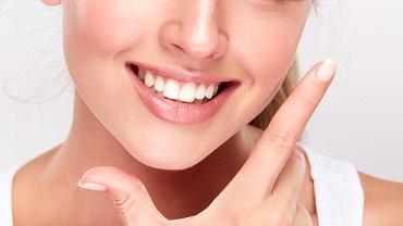Używając pasków wybielających zęby należy stosować się do instrukcji producenta.