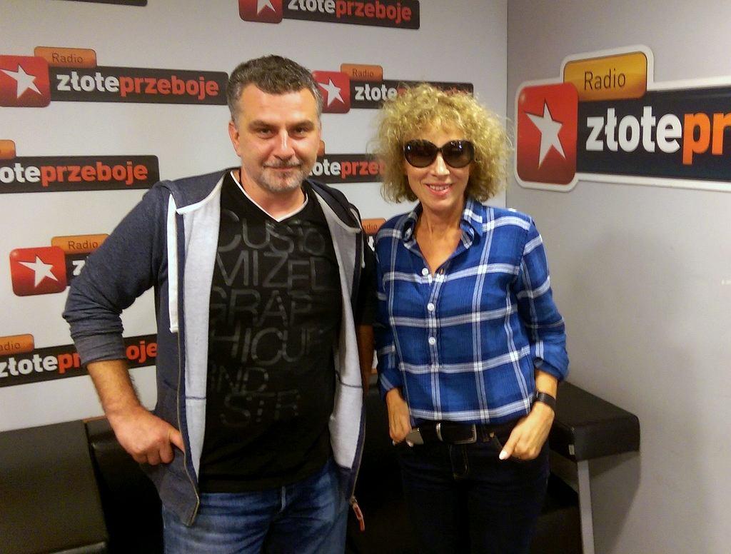 Tomasz Brhel i Alicja Majewska przed studiem Radia Złote Przeboje