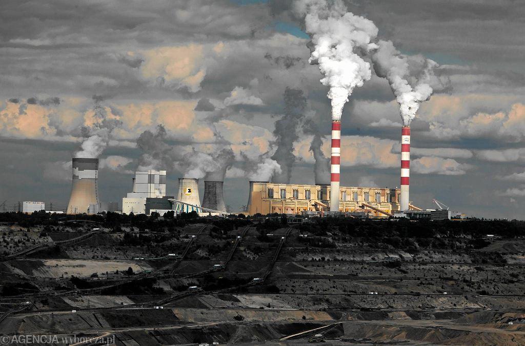 Elektrownia Bełchatów, widok od strony Kleszczowa. Zdjęcie ilustracyjne.