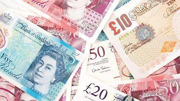 Kursy walut 20.02 o godz. 7. Funt mocno w dół, frank bez zmian [kurs dolara, funta, euro, franka]