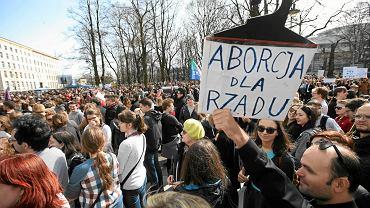 """""""Czarny protest"""" poprzedziły liczne mniejsze protesty w Warszawie kobiet sprzeciwiających się zaostrzenia prawa aborcyjnego"""