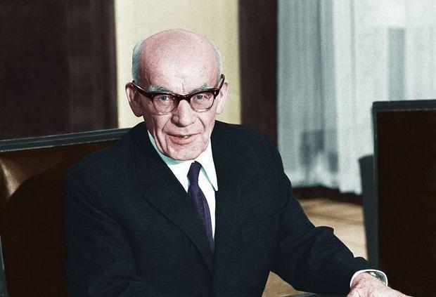 19 marca 1968 r. Władysław Gomułka przemawia do 3 tys. działaczy aktywu PZPR w Sali Kongresowej w Warszawie. 'Jeśli komuś w Polsce się nie podoba - woła - to drzwi są otwarte, może wyjechać'.