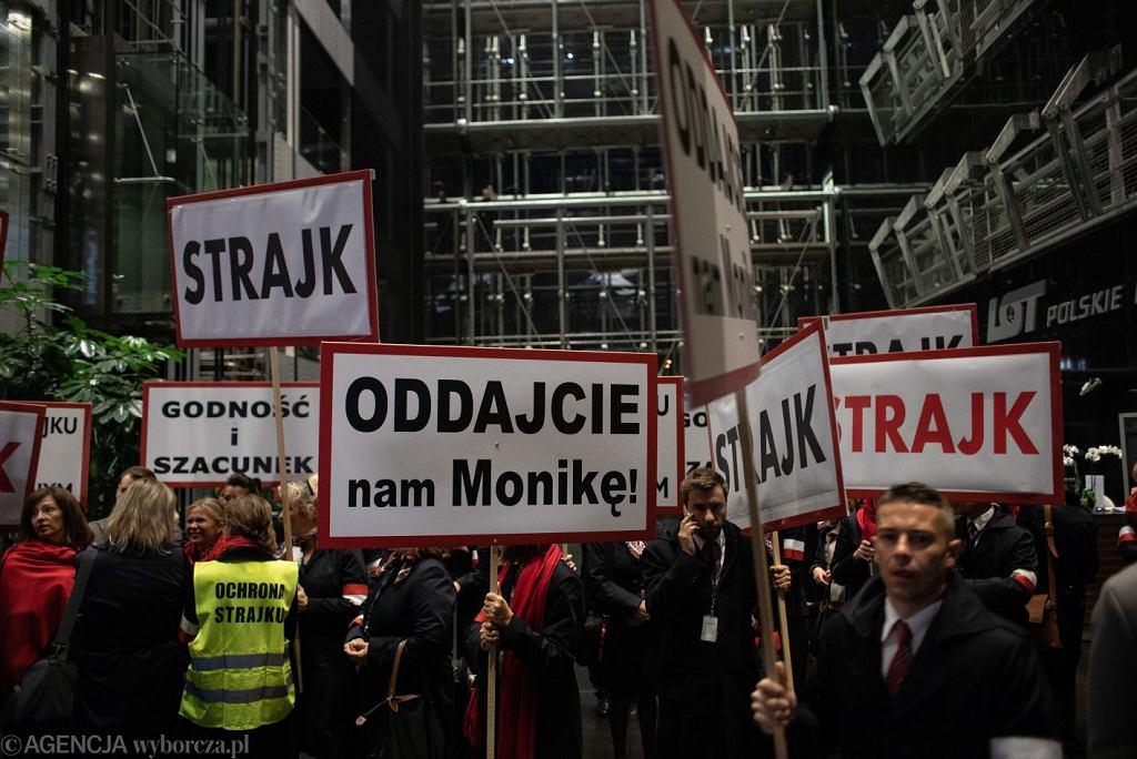 Strajk pracowników PLL Lot. Warszawa, siedziba PLL Lot, 18 października 2018