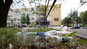 W Uniejowie powstał pomysł, aby uzależnionych od alkoholu eksmitować poza granice miasta. Zdjęcie ilustracyjne