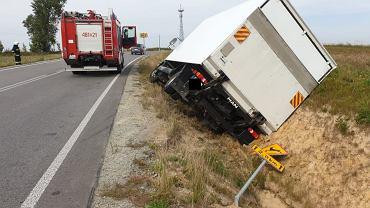 Pijany kierowca ciężarówki wjechał do rowu będąc pod wpływem alkoholu