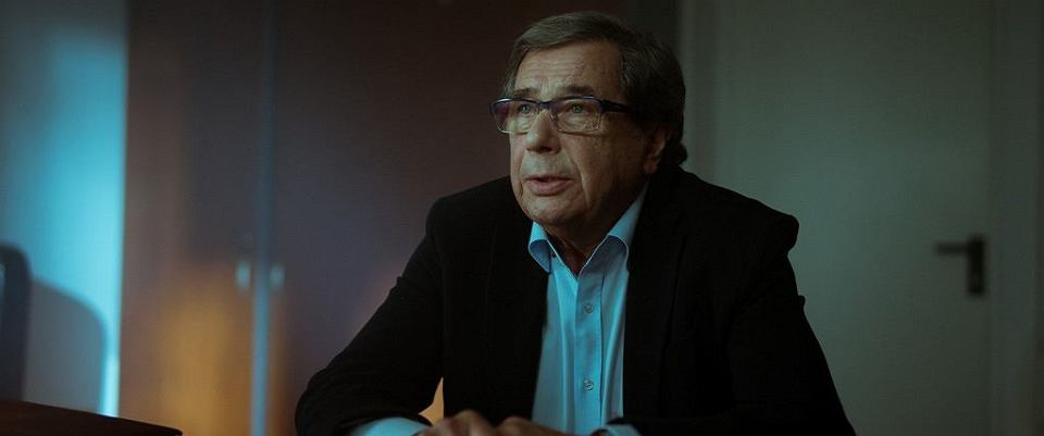 Janusz Gajos w filmie 'Solid Gold' . Film został wycofany z festiwalu w Gdyni, TVP wydało w tej sprawie własne oświadczenie