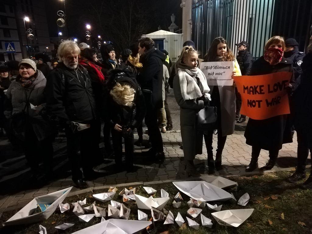 Protest przed Ambasadą Rosji w Warszawie przeciwko agresji Rosji wobec Ukrainy (26 listopada 2018)